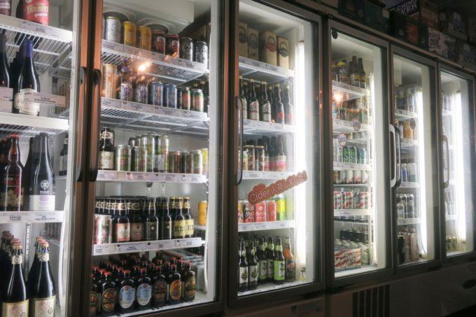 横浜・吉田町にある「Antenna America Kannai(アンテナアメリカ関内店)」の冷蔵庫にはクラフトビールがびっしり!