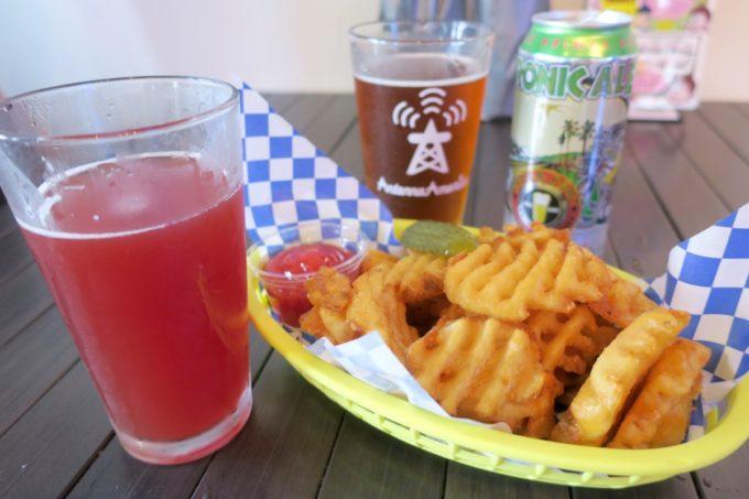 横浜・吉田町「Antenna America Kannai(アンテナアメリカ関内店)」でワッフルフライ(500円)とクラフトビールを飲む。