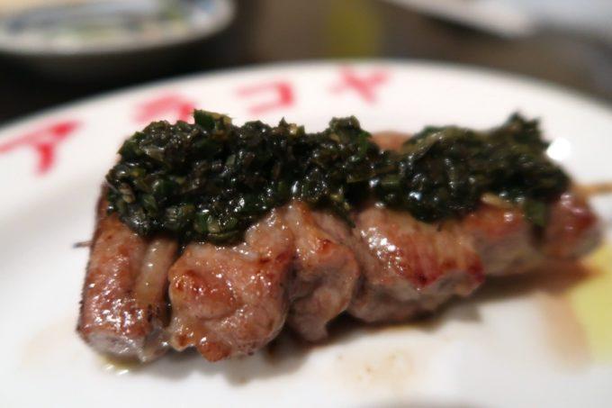 那覇・栄町「新小屋(アラコヤ)」仔羊肉のニラミント醬(600円)