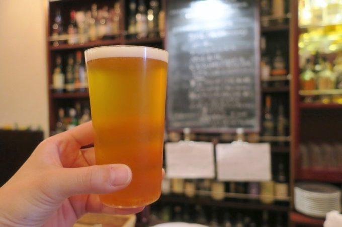 横浜・関内「クラフトビアバー」で飲んだ志賀高原のインディアンサマーセゾン(ハーフパイント、800円)