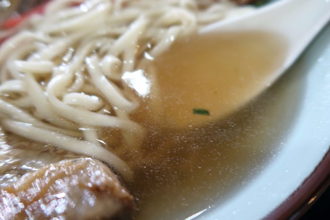 那覇・おもろまち「けんぱーのすばやー」透明であっさりスープなのに旨味のある出汁。