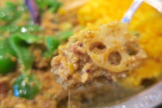 酒粕と挽肉の他、レンコンや葉野菜がはいってボリュームたっぷり。