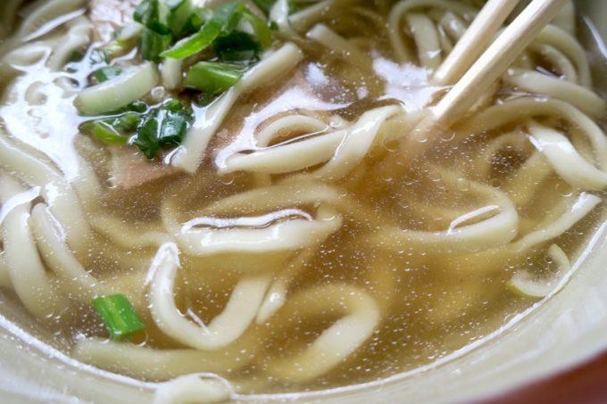 スープはあっさり。前回来た時はもっとしょっぱい記憶だが、今の方がおいしいと思った