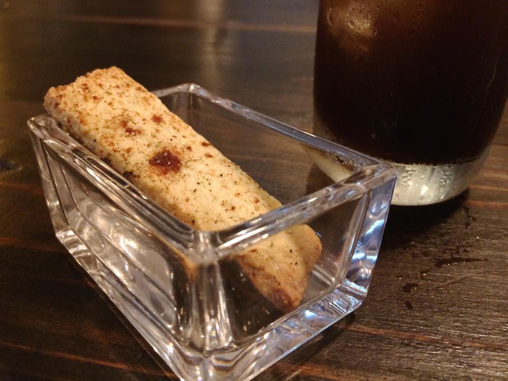 那覇・久茂地「グリーンパークカフェ(Green Park Cafe)」なす入り辛口ボロネーゼ(850円)についてきた食後のクッキー