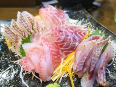 那覇・泊「いゆじ」刺身盛り合わせ(5点、1550円)
