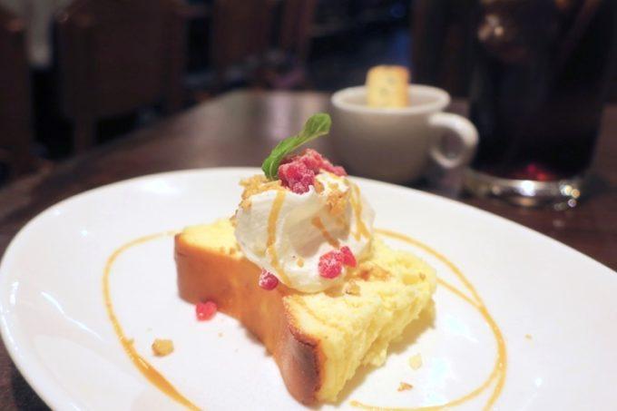 那覇・久茂地「グリーンパークカフェ(Green Park Cafe)」のランチにつけたケーキセット(チーズケーキ、+350円)