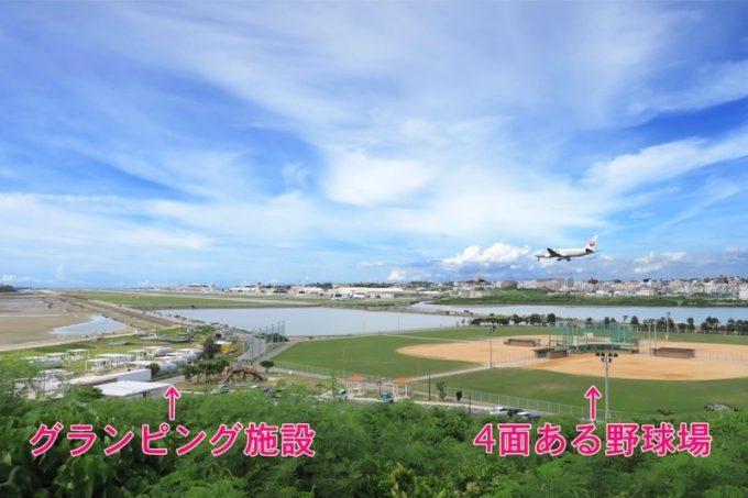 瀬長島にあるグランピング施設と野球場。