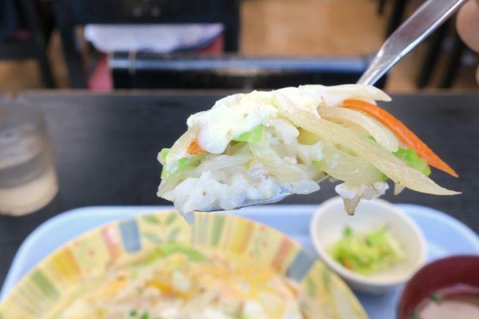 那覇空港(国内線1階)にある「空港食堂」の沖縄ちゃんぽん(650円)は野菜たっぷりでおいしい