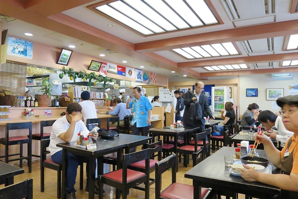 那覇空港(国内線1階)にある「空港食堂」の店内