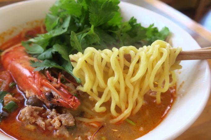 那覇・一銀通り「スパイスハーブホリデー」復活ランチの麺は、センレック(米麺)またはバミー(小麦麺)から選べる。