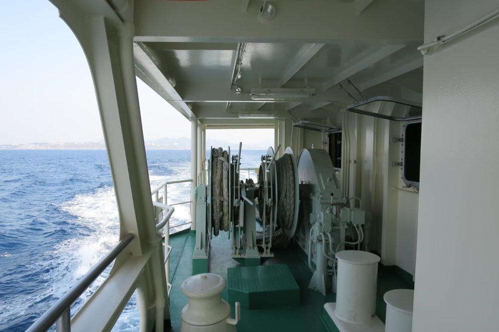 本部港から伊江島へ向かうフェリー「いえしま」の大型ウインチ。