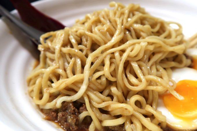 那覇・久茂地「登竜門」冷やし担々麺の冷水でシメられた太麺。