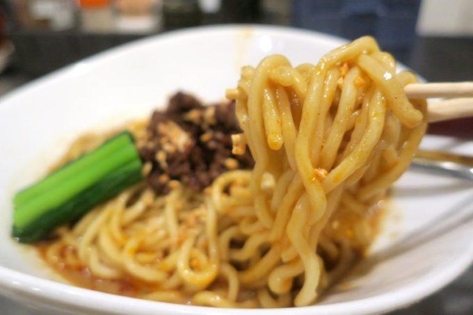 那覇・久茂地「登竜門」濃厚汁無し担々麺(880円)の選べる麺は、太麺をチョイスした。