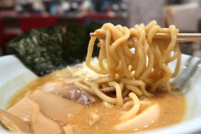 那覇・久茂地「登竜門」味噌ラーメン(780円)の麺は太麺を選んだ。