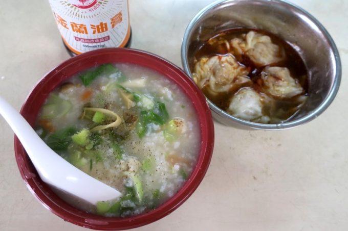 那覇・浮島通り「台湾風粥専門店 阿里(アーリー)」の鶏粥と茹でワンタンで朝ごはん。