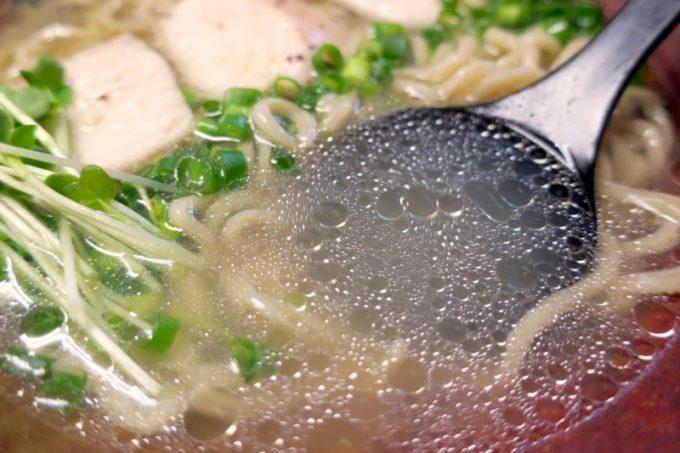 清湯あっさりのスープがウマい!