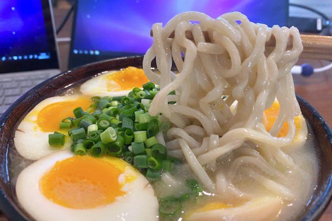 浦添「いしぐふーらーめん 城間店」テイクアウトのネギらーめん(650円)の麺は自宅で茹でる