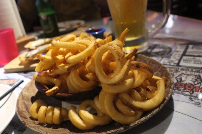 「HOOTERS TAIPEI 美式餐廳(フーターズ台北)」のカーリーフライ(TWD108)