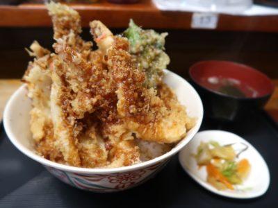 浦添・牧港「海鮮食堂 太陽(てぃーだ)」海鮮天丼(大、1050円)