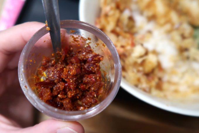 浦添・牧港「海鮮食堂 太陽(てぃーだ)」卓上調味料の唐辛子的な辛いヤツがおいしかった