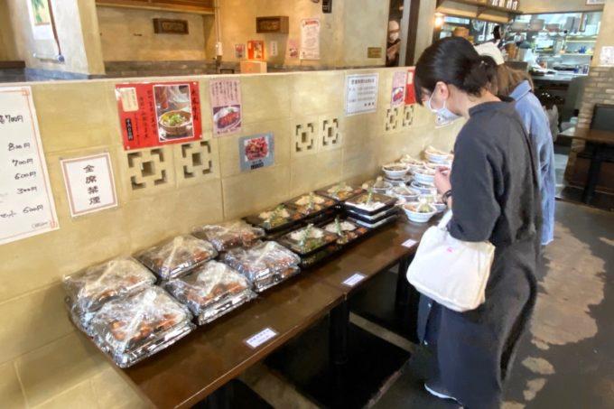那覇市泉崎「燕郷房(ヤンキョウファン)」コロナウイルスの影響でランチの弁当販売を始めた様子