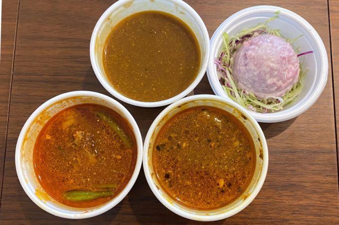 那覇・樋川「カリータイム」でテイクアウトしたカレー3種類とポテトサラダ。