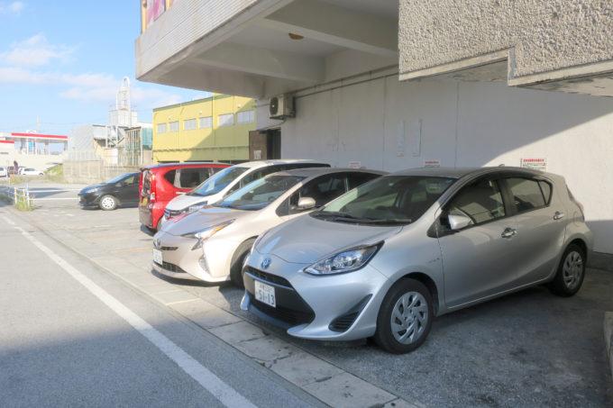 宜野湾のタコス専門店「メキシコ」建物横の駐車場。