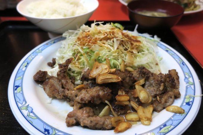「あけぼのラーメン」のガーリックロースステーキ(700円)