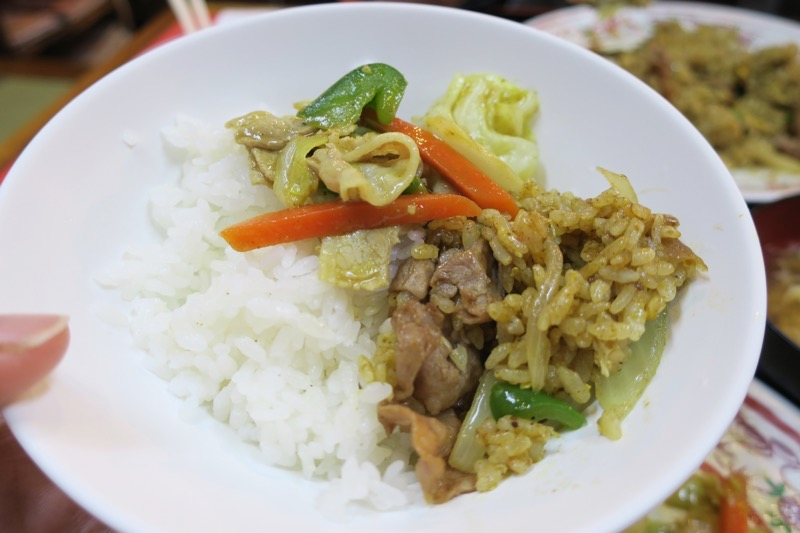 那覇市曙「あけぼのラーメン」カレーチャーハンで白米を食べる。