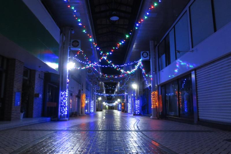夜のコザアーケード街