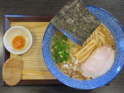 浦添「麺や偶 もとなり 牧港店」の特濃厚魚介中華SOBA(850円)の全体写真