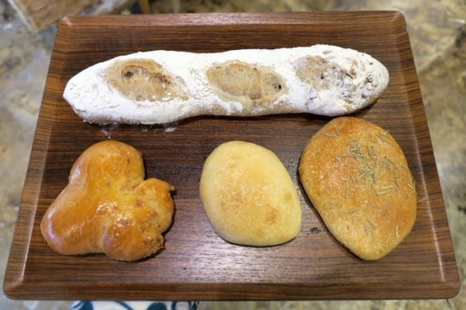 今回購入したパンは4つ。