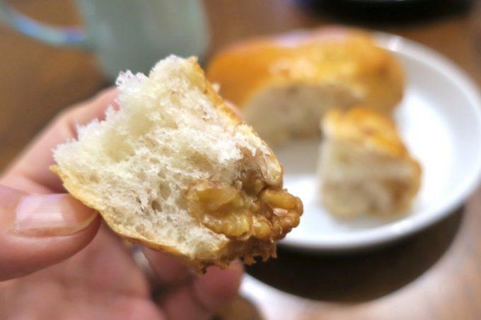 那覇・泉崎「オハコルテベーカリー」のくるみパン(220円)