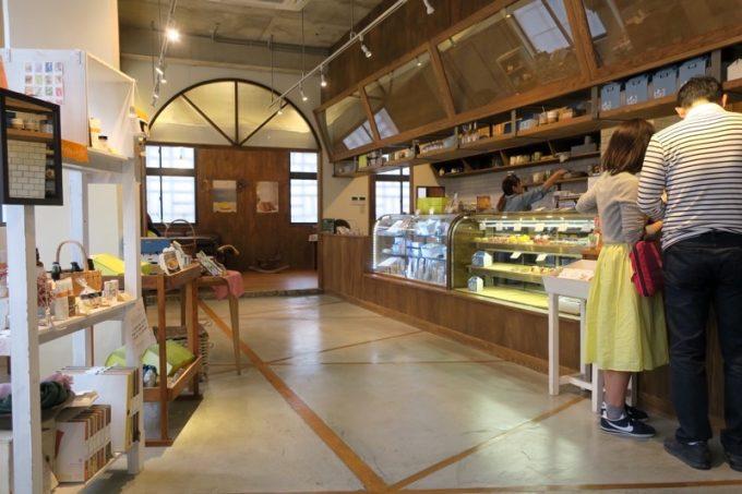 オハコルテベーカリー2階には、「オハコルテ泉崎店」がある