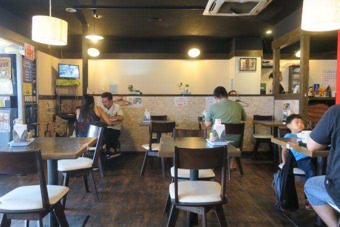 「軽食の店ルビー 宜野湾店」の店内。