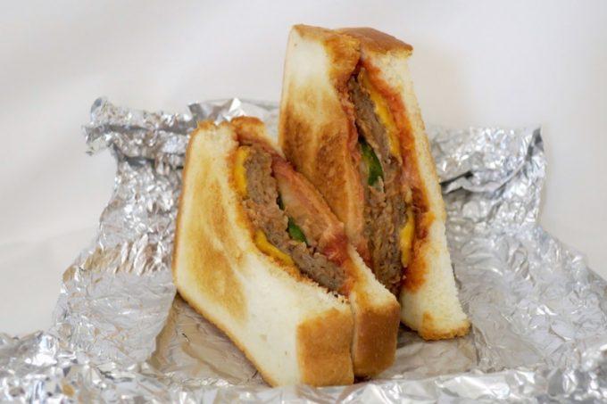 ルビーのハンバーガーは、食パンを使っている