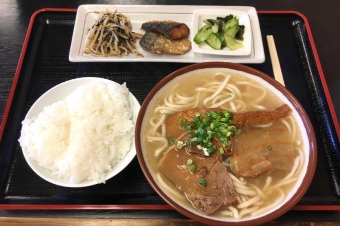 浦添・牧港「みそ汁亭 秀」の秀そば定食