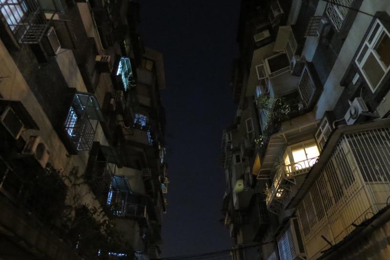 台湾・台北市内の住宅街にあるマンション。