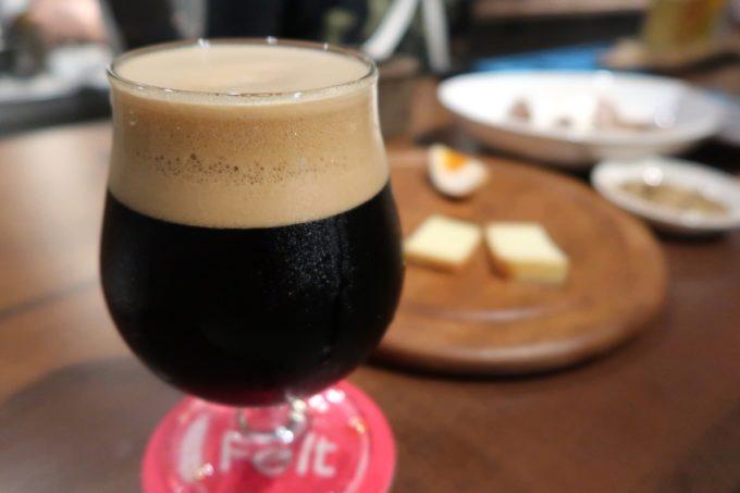 那覇・牧志「Beer bar Felt(フェルト)」宮崎ひでじビールの栗黒(ハーフ、900円)