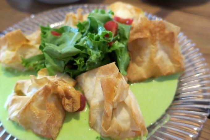 那覇・長田「金城商店」のコース料理、サーモンのパイ包み(2018年6月)