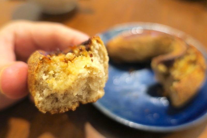 那覇市天久「ル・キュイップ(Le Cuip)」ブルーチーズとハチミツで焼き上げたパン・オ・セー(220円)