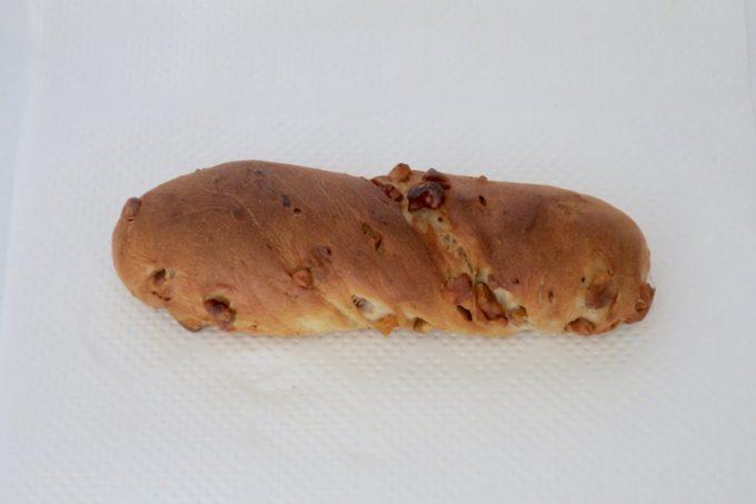 「ル・キュイップ」のクルミパン(200円)