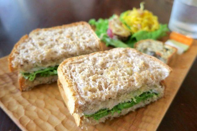 たそかれ珈琲のハムチーズサンド(550円)。パンもハムも自家製だ。
