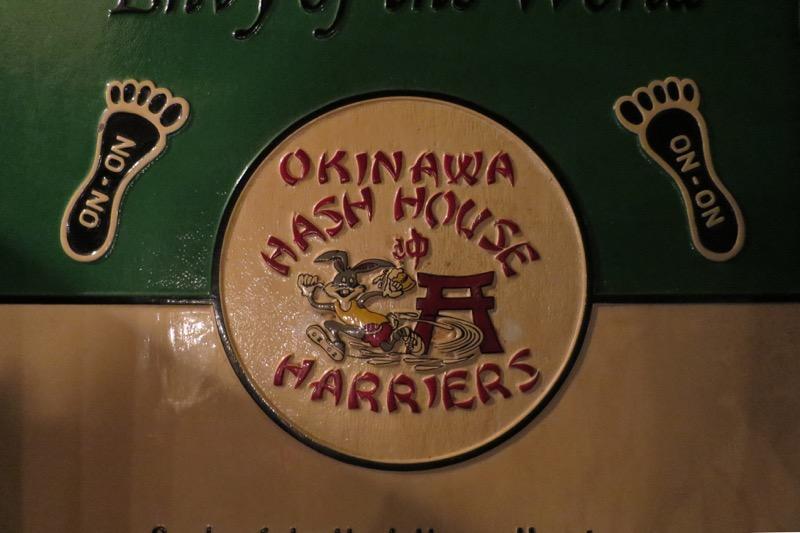 コザ・パディマックスにあったアメリカンな看板。