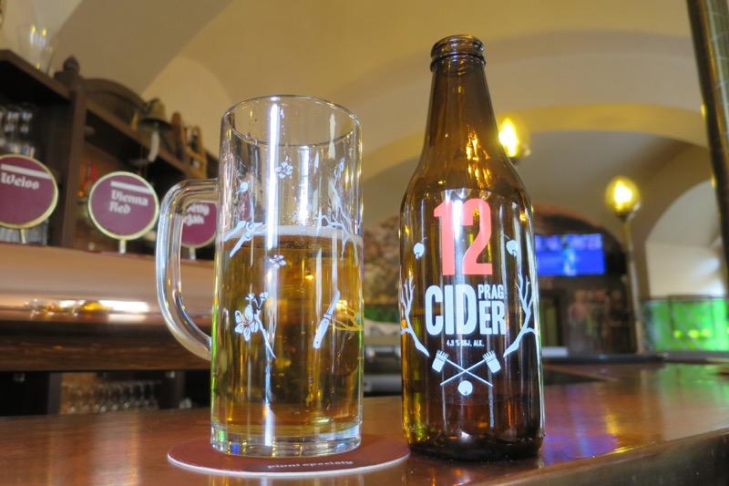 U Tri Ruzi,ウ・トリ・ロジ,3本のバラ,クラフトビール,ブルーパブ,プラハ