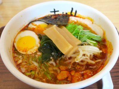 那覇・久米の西鉄リゾートイン1階にある「グラーノ」で食べた麺あがりの醤油ラーメン(790円)にオロチョン(+100円)を追加。