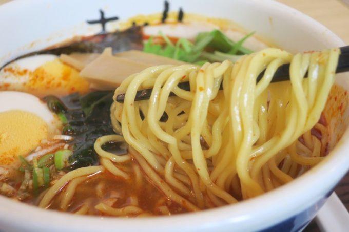 那覇・久米「グラーノ」の麺あがりのラーメンの麺。