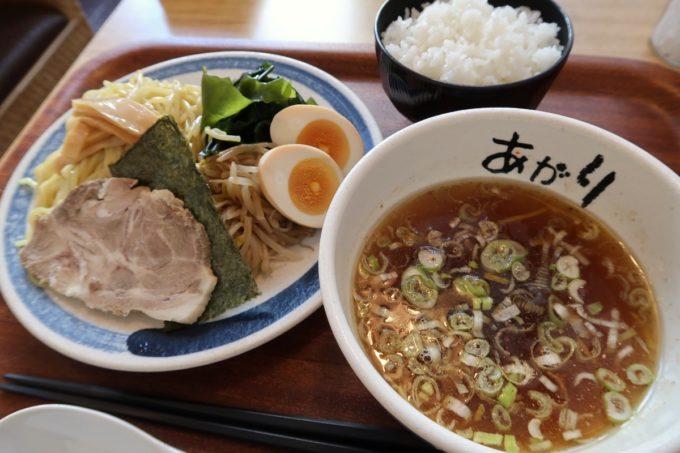 那覇・久米「グラーノ」麺あがりのつけ麺(870円)に白飯(100円)を追加。