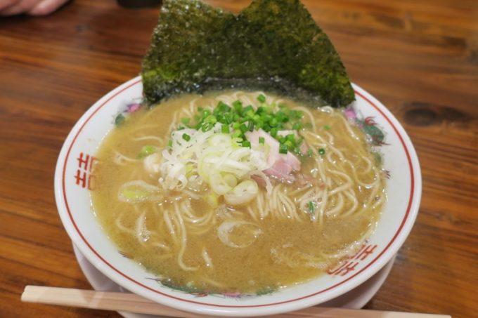 「琉球湯麺831」の無限とん骨ラーメン(700円)