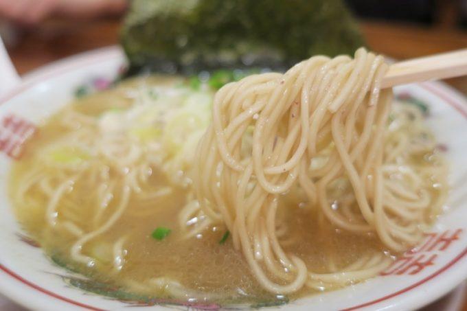 無限とん骨ラーメンの麺は細ストレート麺
